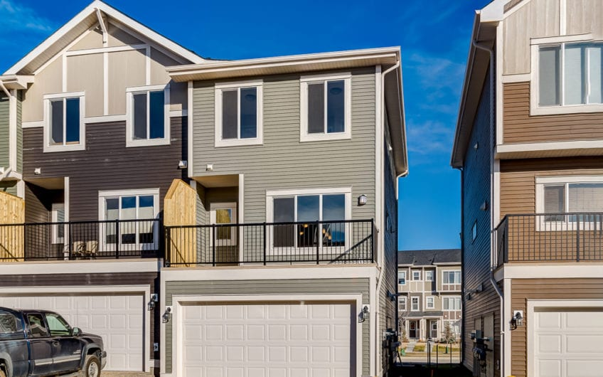 The family who has all the toys will love the Preston as it has a triple garage with an extended tandem bay to store all of your toys. On the main level you'll enjoy an open concept main floor with gourmet chef's kitchen with island for prep and entertaining. On the top floor, you'll find the laundry and three bedrooms, including a spacious master with walk-in closet and ensuite.